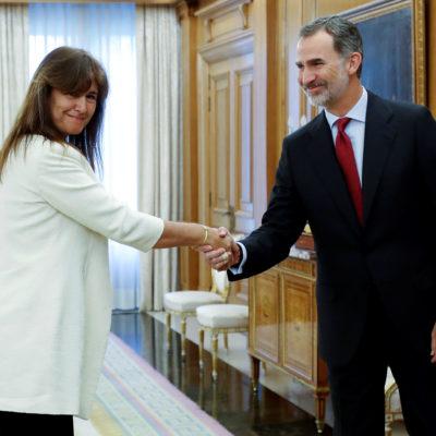 El Rei Felipe VI rebent Laura Borràs, de JxCat