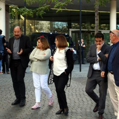 Vicent Sanchis, Núria Llorach i Martí Patxot, amb companys de la CCCMA, sortint de declarar a la Ciutat de la Justícia per declarar per l'1-O aquest divendres 10 de maig de 2019