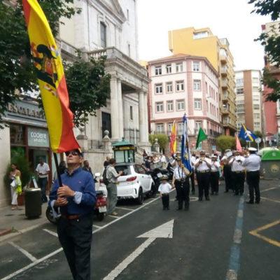 Imatge de la desfilada amb símbols feixistes a Cantàbria