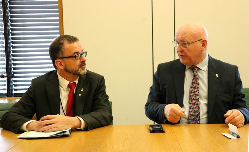 El conseller d'Acció Exterior, Relacions Institucionals i Transparència, Alfred Bosch, i el president de l'intergrup sobre Catalunya al Parlament britànic, Hywel Williams