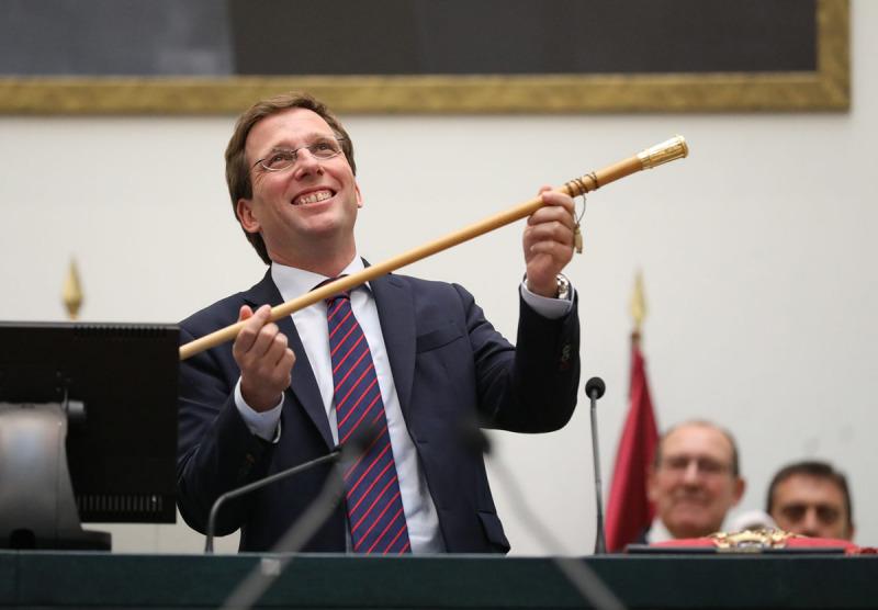 José Luís Martínez Almeida, investit com a nou alcalde de Madrid