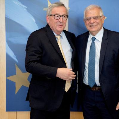 El president de la CE, Jean-Claude Juncker, i el ministre d'Exteriors espanyol, Josep Borrell, abans de la seva reunió sobre la candidatura com a Alt Representant de la UE