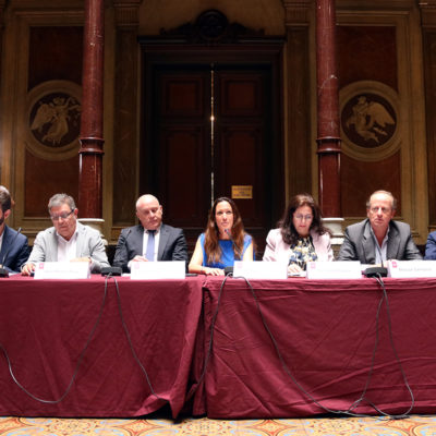 La presentació de les demandes dels 83 col·legis d'advocats, amb degans de diferents col·legis a la seu de l'ICAB