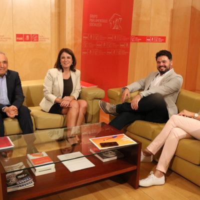 El portaveu d'ERC al Congrés, Gabriel Rufián, la portaveu del PSOE, Adriana Lastra, la diputada d'ERC Carolina Telechea i el secretari general del Grup Socialista, Rafael Simancas, reunits al Congrés dels Diputats