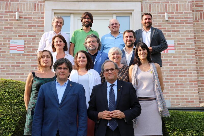 Foto de família de Quim Torra amb els membres del Consell per la República Puigdemont, Comín, Ponsatí, Puig, Madaula, Morral, Castellà, Sibina, Paluzie, Fuster, Peraire i Riba, a Waterloo