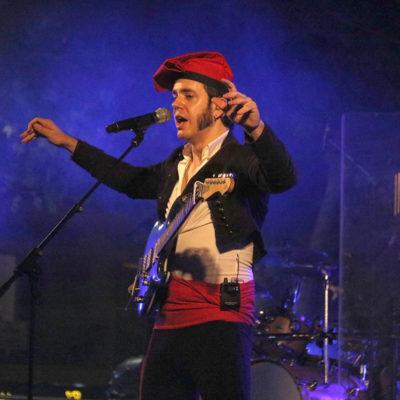 El cantant d'Obeses, Arnau Tordera, en un concert