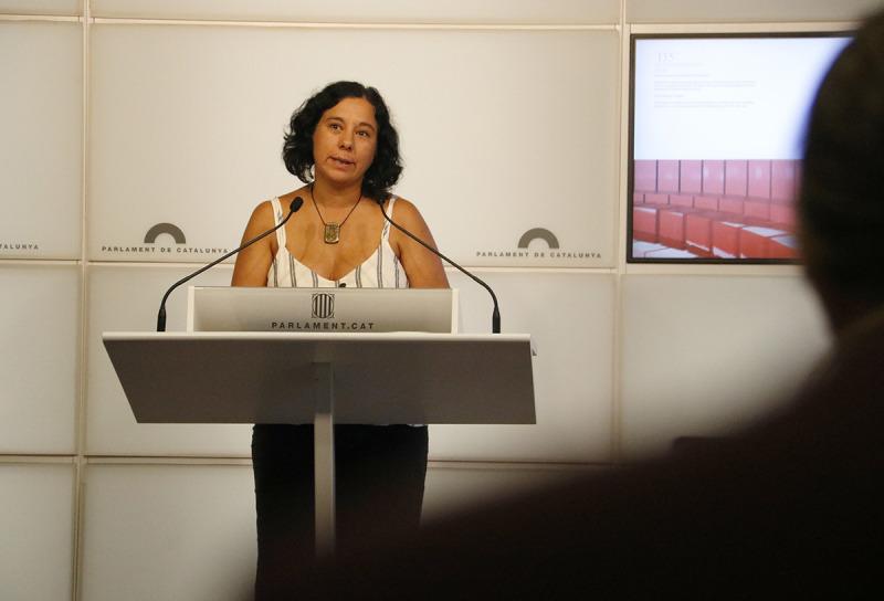La portaveu de CatECP, Susanna Segòvia, al faristol del Parlament