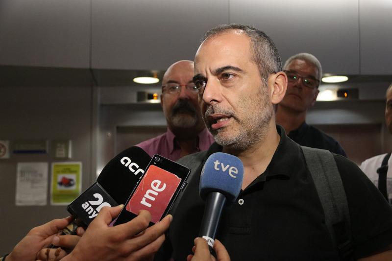 El president del comité d'empresa d'Iberia Terra, José Ramírez (UGT) en una atenció als mitjans