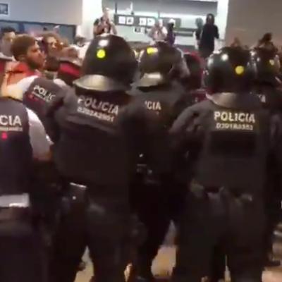 Càrregues dels Mossos a l'aeroport de Barcelona