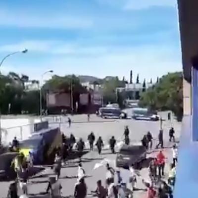 Captura de pantalla del vídeo amb l'actuació dels Mossos contra menors d'edat a Sabadell