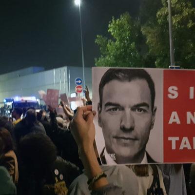 Protesta contra la visita de Sánchez a Viladecans