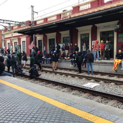 Vies tallades a l'estació de Molins/ Twitter @TCalenta