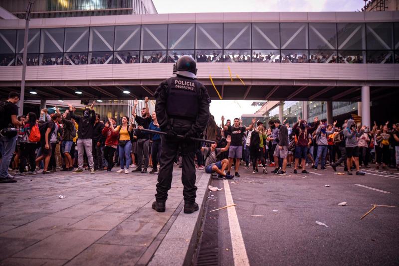 Imatge d'una protesta per la sentència a l'aeroport de Barcelona
