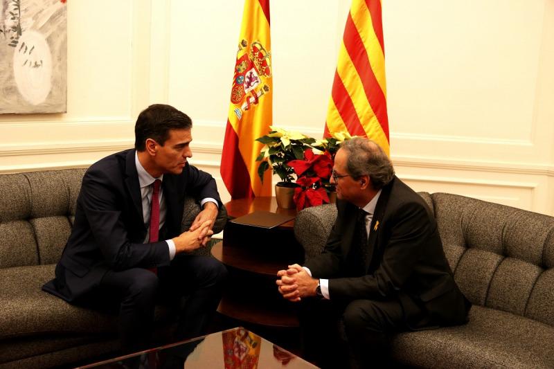 Pla del president de la Generalitat, Quim Torra, i del president del govern espanyol, Pedro Sánchez, reunits a Barcelona el dia abans del Consell de Ministres, el 20 de desembre de 2018