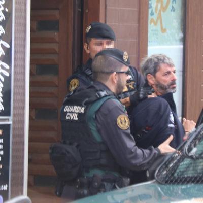 Dos agents de la Guàrdia Civil s'emporten un membre dels CDR a Sabadell