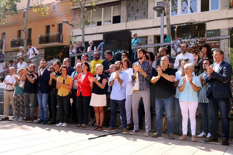 Els representants socials i polítics abans de la lectura del manifest conjunt per presentar el marc de mobilitzacions per respondre a la sentència, l'1 d'octubre del 2019