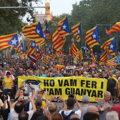 Milers de manifestants commemoren el segon aniversari del referèndum d'autodeterminació de Catalunya a Barcelona l'1 d'octubre del 2019