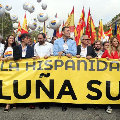 Capçalera de la manifestació unionista d'aquest 12 d'octubre de 2019, amb representants del PP, Cs, Vox i Societat Civil Catalana, entre altres