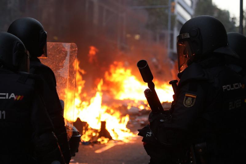 Agents de la Policia Nacional a la Via Laeitana de Barcelona