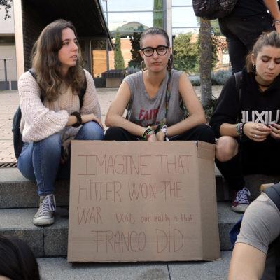 Estudiants amb una pancarta a Girona, el 24 d'octubre del 2019
