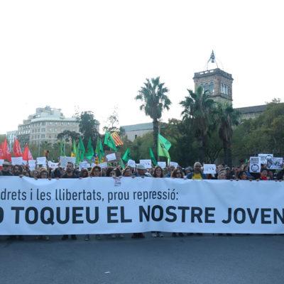 Manifestació convocada per la Intersindical-CSC, la USTEC, la CGT, el CAU, sindicats d'estudiants i la FaPaC a Barcelona el 24 d'octubre
