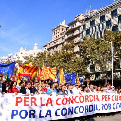 La capçalera de la manifetació de Societat Civil Catalana a Passeig de Gràcia de Barcelona