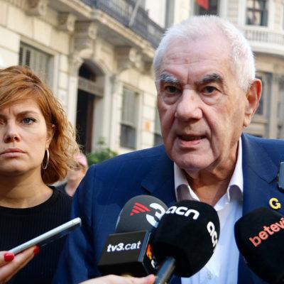 Els regidors republicans Elisenda Alamany i Ernest Maragall, durant una atenció als mitjans davant la prefectura de Via Laietana