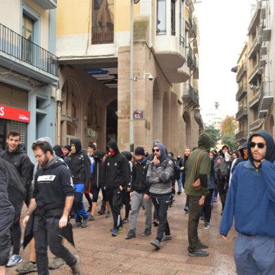 Un piquet del comitè de vaga de Lleida ajuda a paralitzar un desnonament