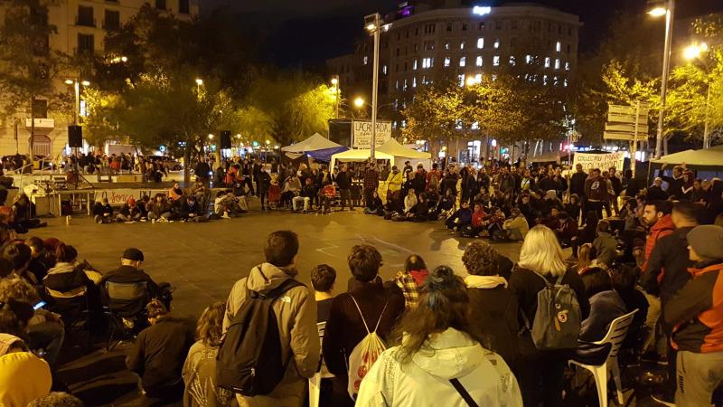 Imatge de l'assemblea dels acampats a Barcelona