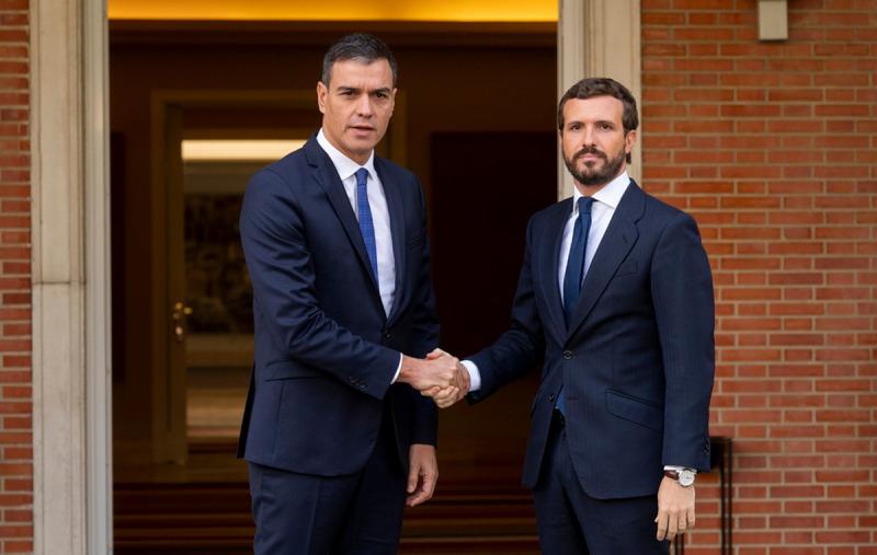 El president del govern espanyol en funcions, Pedro Sánchez, i el líder del PP, Pablo Casado, en una imatge d'arxiu