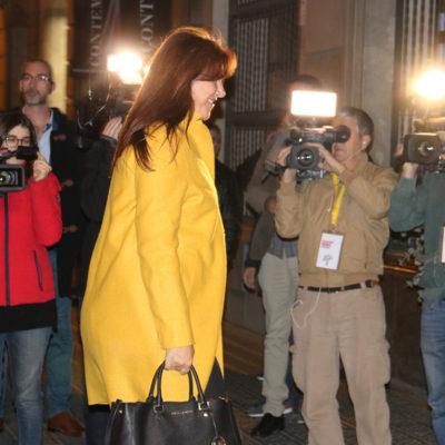La cap de llista de JxCat a les eleccions del 10-N, Laura Borràs, arriba a l'Hotel Catalonia Plaça