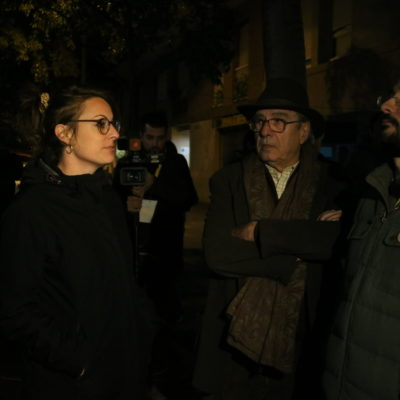 La candidata de la CUP, Mireia Vehí, i Albert Botran, durant el seguiment de la jornada electoral