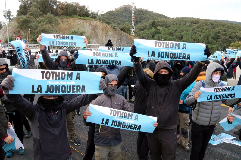 Imatge dels manifestants tallant l'AP-7