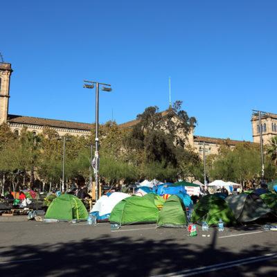 L'acampada de Plaça Universitat l'11 de novembre del 2019