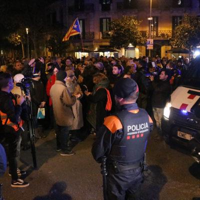 Un cordó dels Mossos d'Esquadra davant d'una concentració a la delegació del govern espanyol a Barcelona l'11 de novembre del 2019.