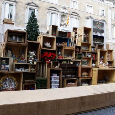 Pla general del pessebre de Nadal instal·lat a plaça Sant Jaume