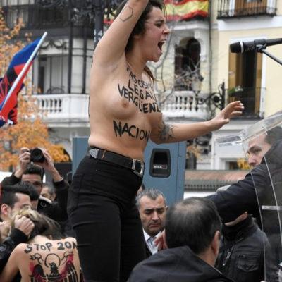 Activista de Femen en un acte de La Falange