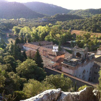 Monartir de LLuc a Escorca, el municipi més petit de les Illes, amb el Santuari de Lluc