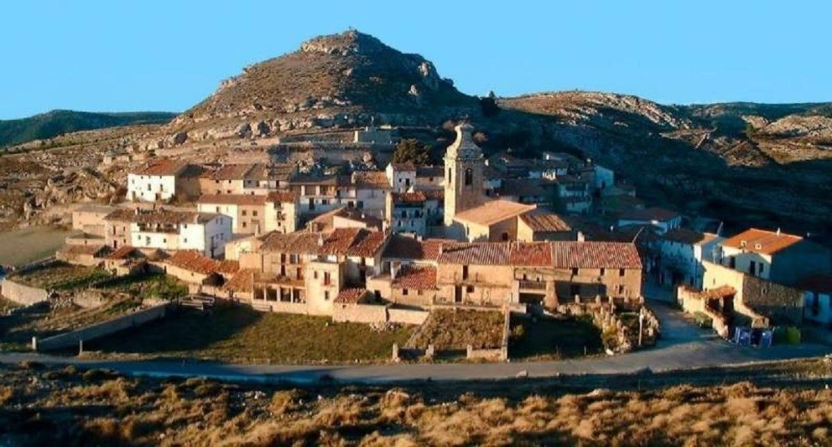 Castell de Cabres, el poble més petit del País Valencià