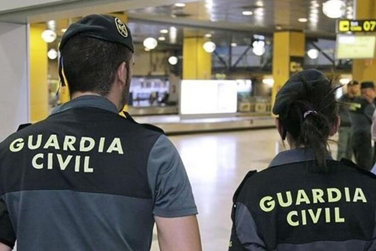 Agents de la Guàrdia Civil a un aeroport, en una imatge d'arxiu